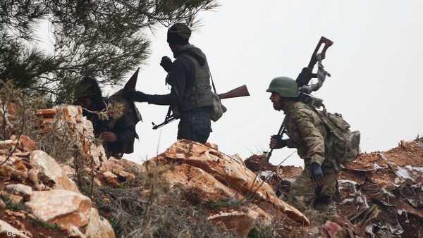 مقاتلون سوريون وجنود أتراك جنبا إلى جنب في شمال سوريا