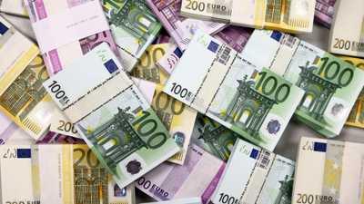 """ترامب """"يستهدف"""" اليورو ويعاود الهجوم على المركزي الأميركي"""
