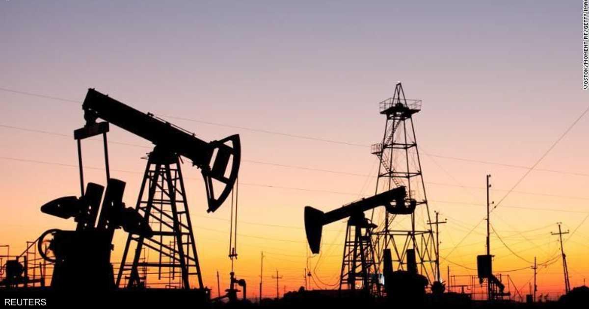 النفط يهبط لضعف الطلب وزيادة المخزونات