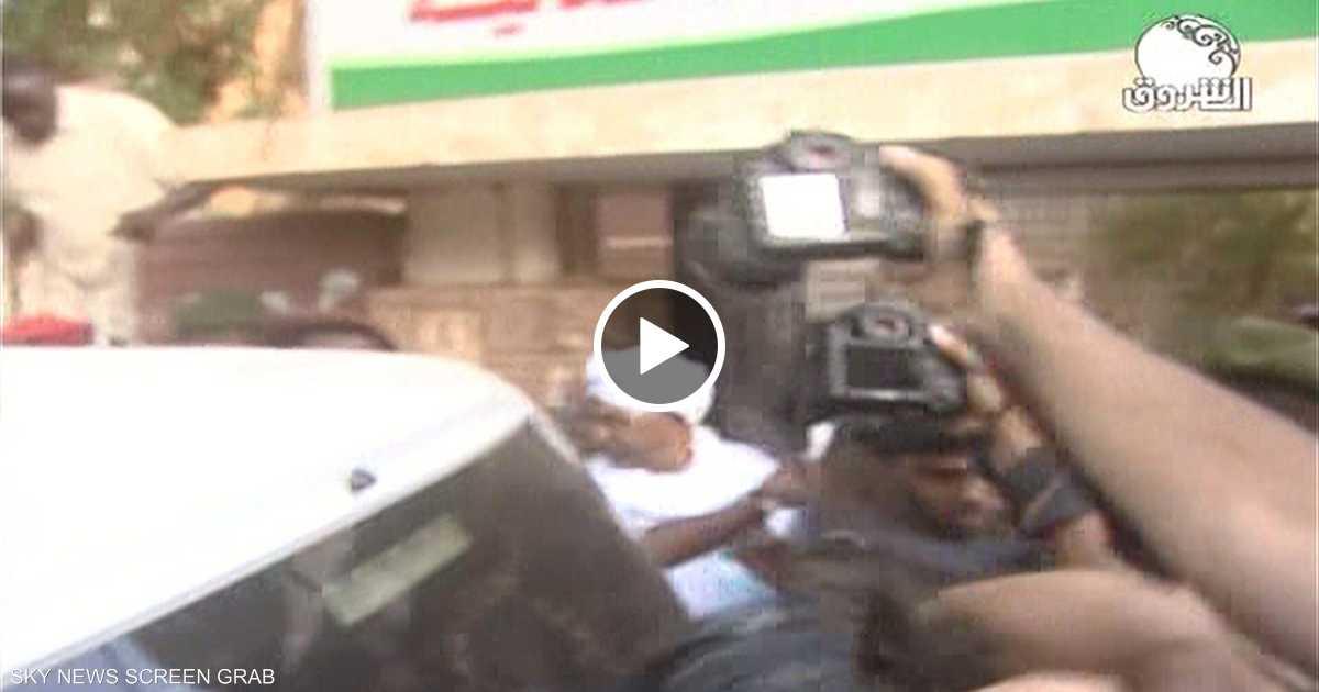 لحظة نقل الرئيس السوداني المعزول عمر البشير