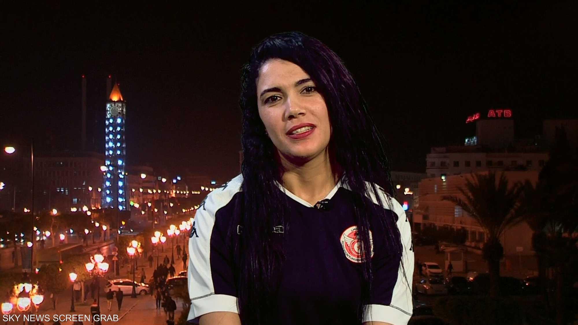 تونس.. أول سيدة حكم في كرة القدم العربية