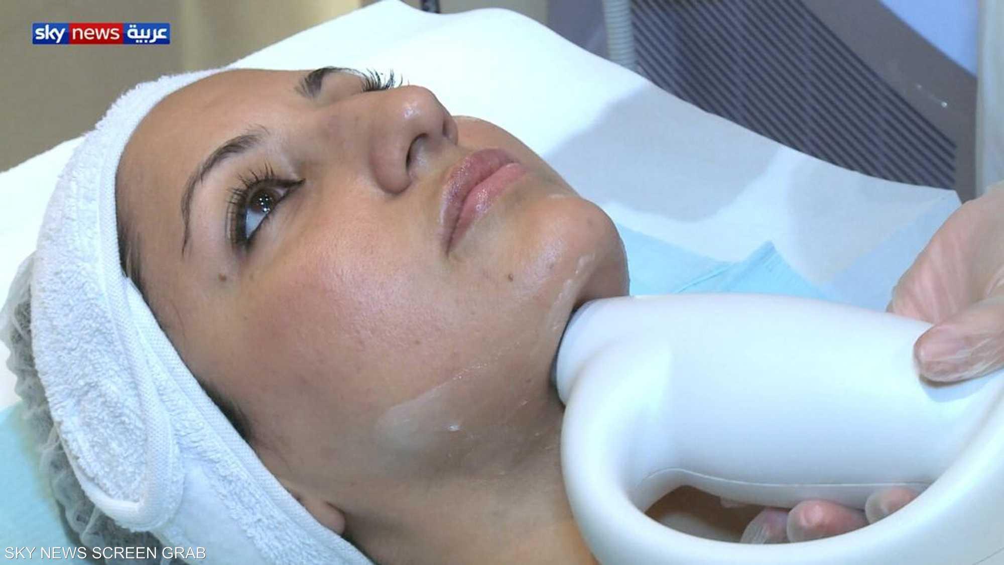 إجراء طبي جديد لشد الوجه يعود بعقارب الزمن للوراء