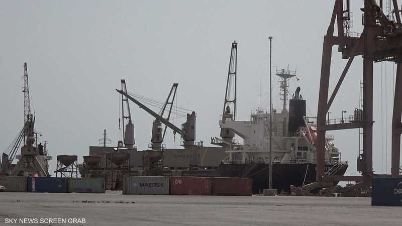 الحوثيون يمنعون سفينة أممية من إفراغ حمولتها بميناء الحديدة