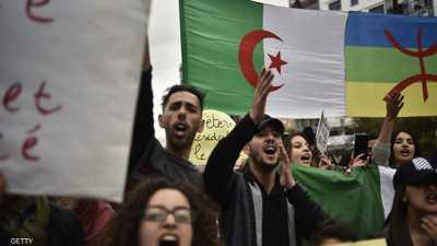 """إيقاف متظاهرين جزائريين بسبب رايات """"غير وطنية"""""""
