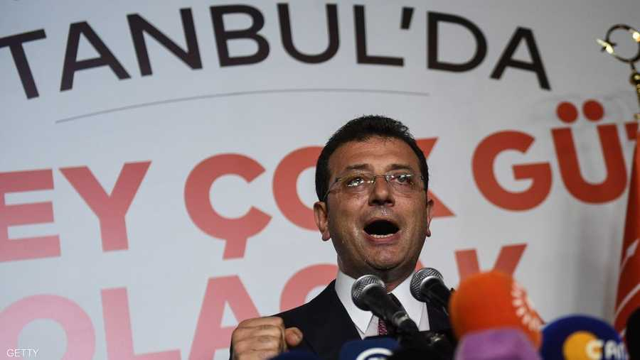 عمدة اسطنبول الجديد وهو يلقي كلمة النصر