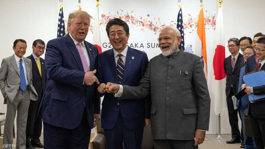 ترامب ممازحا رئيسي وزراء اليابان والهند