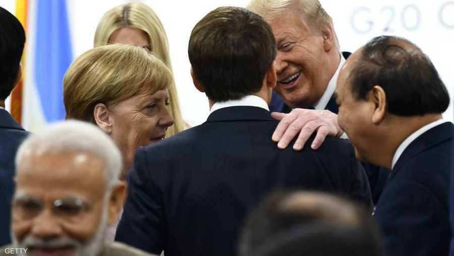 ترامب في حديث عفوي مع الرئيس الفرنسي