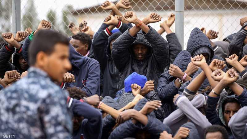 مهاجرون في أحد مراكز الاحتجاز بالعاصمة الليبية طرابلس