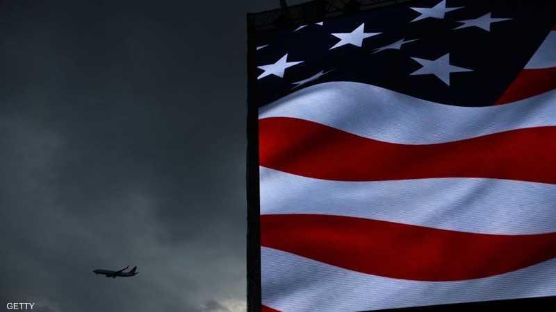 العلم والطائرة.. استعراض القوة الأميركية