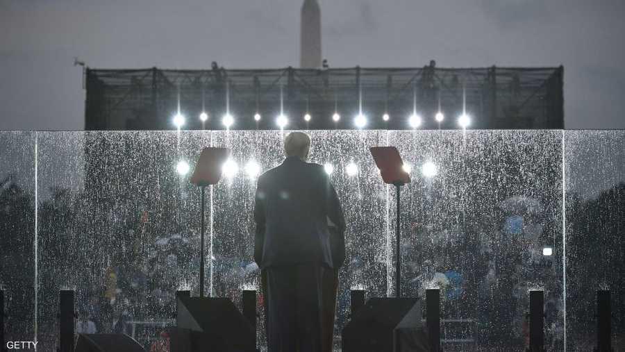 ترامب يلقي كلمته في أجواء ماطرة