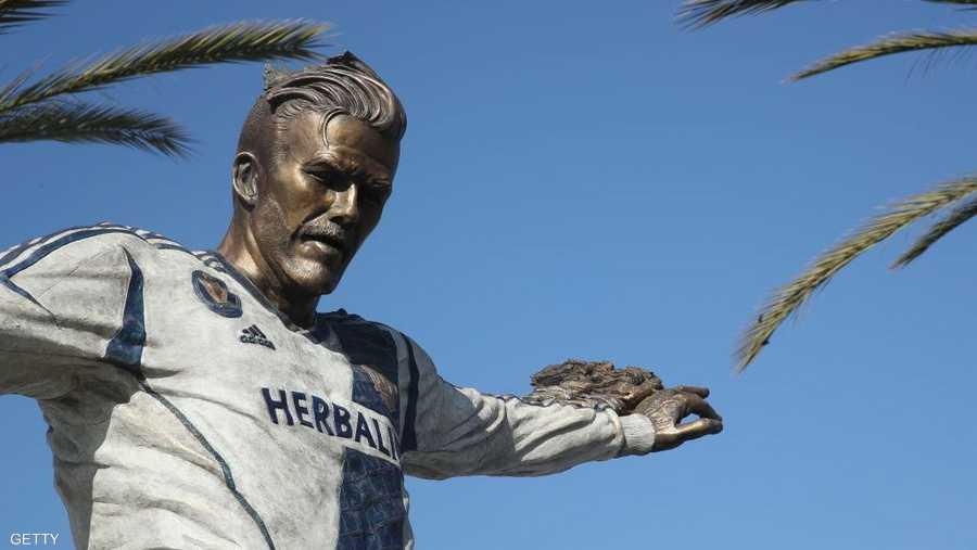 تمثال دافيد بيكهام المزيف