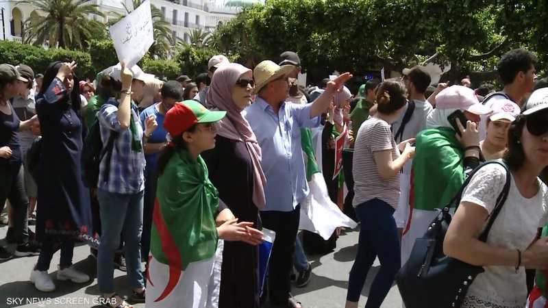 الجزائر.. دوامة جدل دستوري أخرى