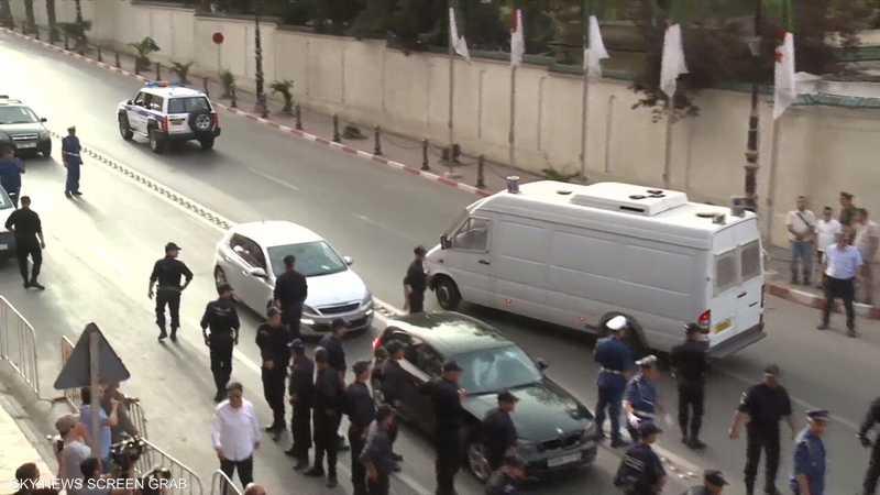 الجزائر.. تهم فساد تقود وزير التضامن السابق للسجن