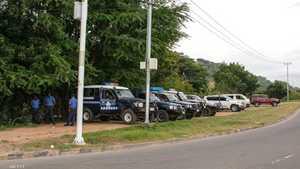 قوات من شرطة بابوا غينيا الجديدة بلقطة أرشيفية