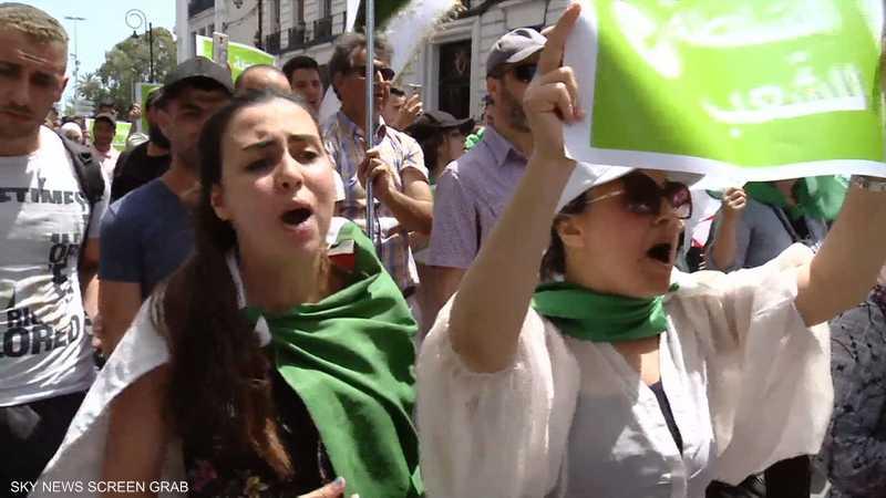 الجزائر.. مظاهرات ترفض التمديد لبن صالح