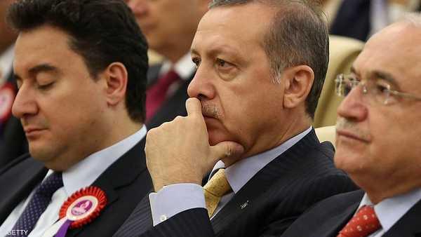 باباجان الجالس بجانب أردوغان جهة اليسار