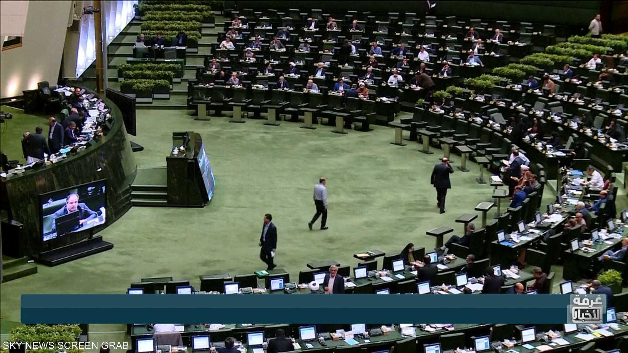 طهران تهدد بتقليص التزامها بالاتفاق النووي بشكل كبير