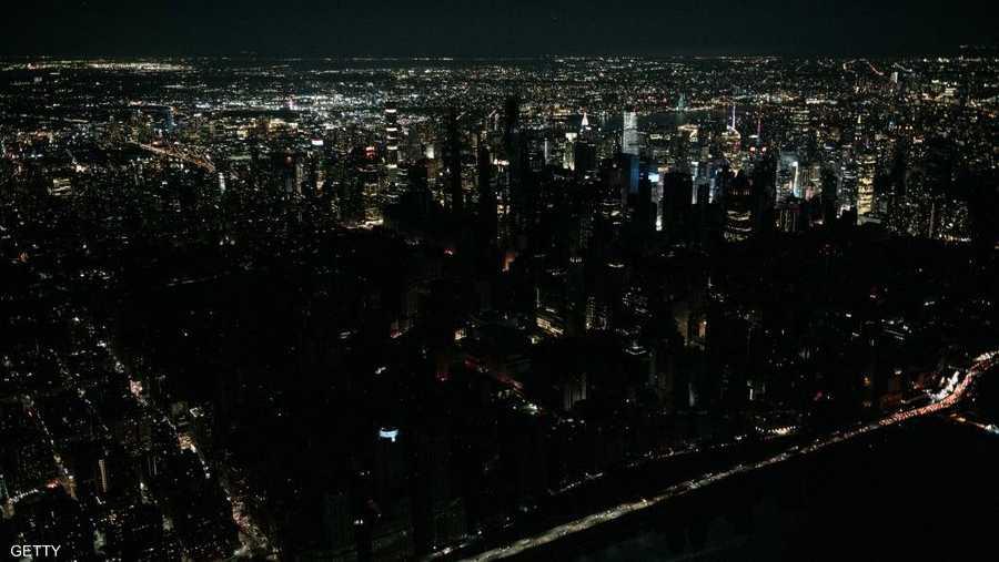 صورة من أعلى لأكبر مدينة أميركية في ظلام دامس