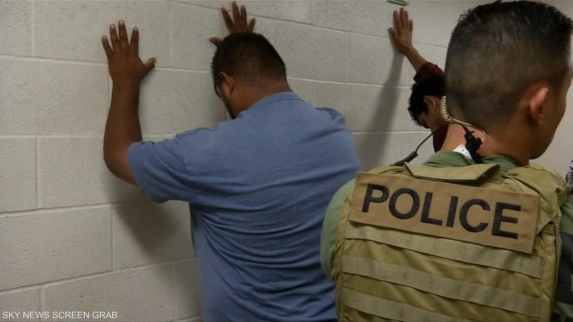 إدارة الهجرة الأميركية تبدأ باعتقال الآلاف من المهاجرين