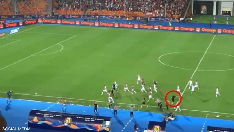 مساعد منتخب الجزائر منع احتمالية هدف نيجيري