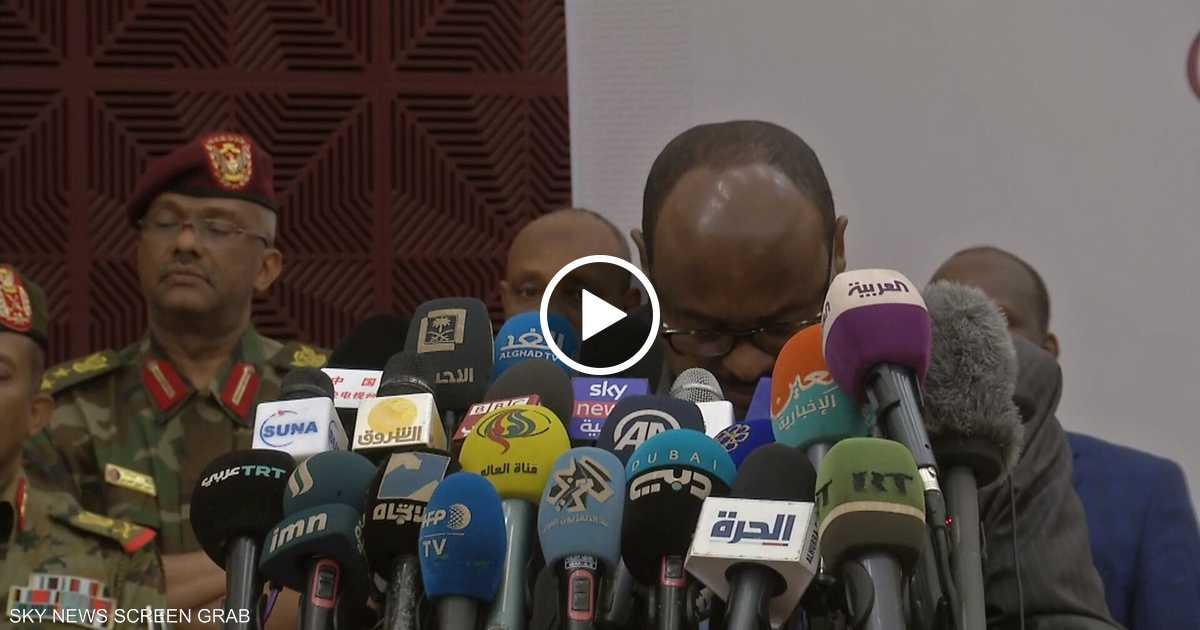 الدموع تغالب الوسيط الإثيوبي خلال توقيع اتفاق السودان