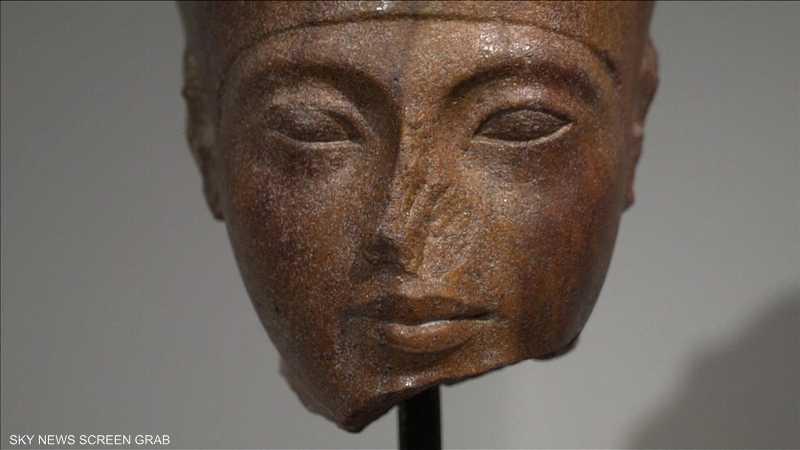 رأس توت عنخ آمون التي باعتها دار مزادات كريستيز في لندن.