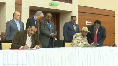 """المجلس العسكري و""""الحرية والتغيير"""" يوقعان الاتفاق السياسي"""