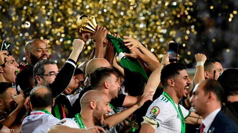 نجوم الجزائر يرفعون الكأس المستحقة بعد غياب 29 عاما