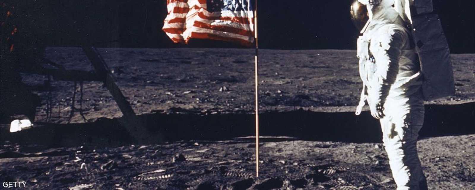 الهبوط على القمر شكل حدثا تاريخيا