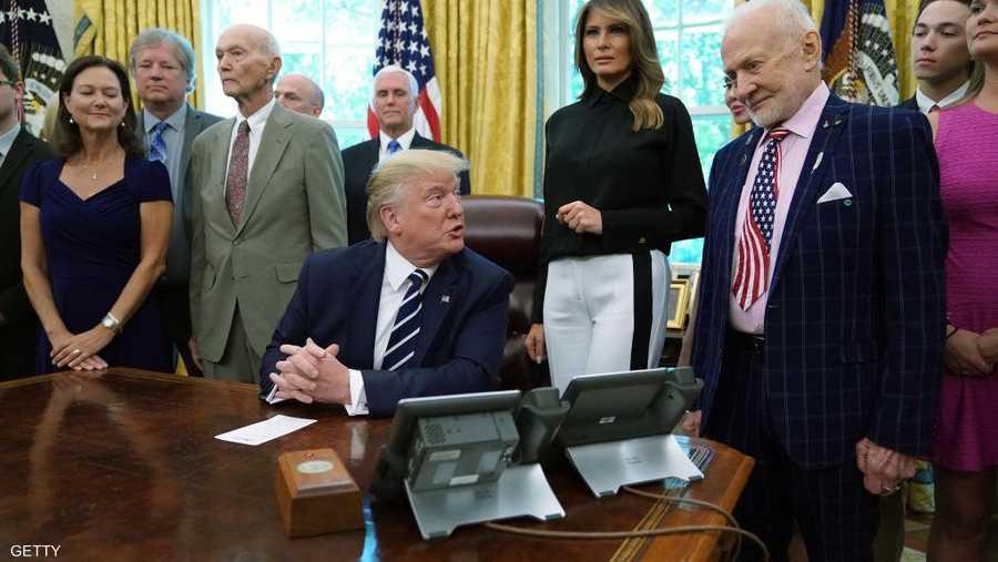 الرئيس الأميركي ترامب يستقبل أحد علماء البعثة الفلكية