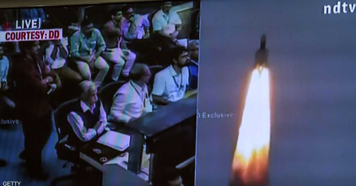الهند تطلق مركبة فضائية إلى القمر