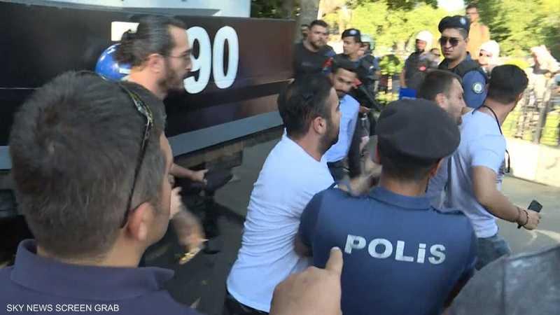 أنقرة تجبر لاجئين سوريين على العودة قسرا لبلادهم