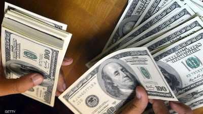 الدولار يتراجع عن أعلى مستوياته في عامين