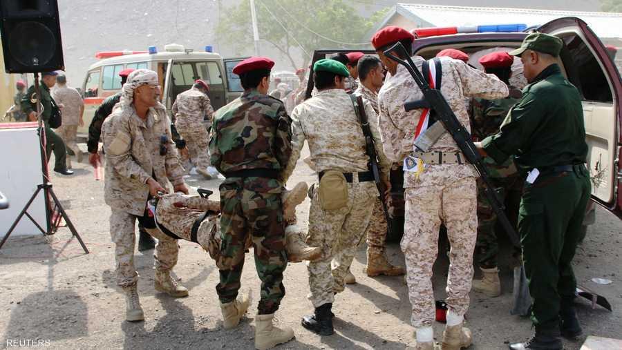 استهدف الهجوم الأول معسكر الجلاء التابع لقوت الحزام الأمني، في حين وقع الثاني على مركز للشرطة.
