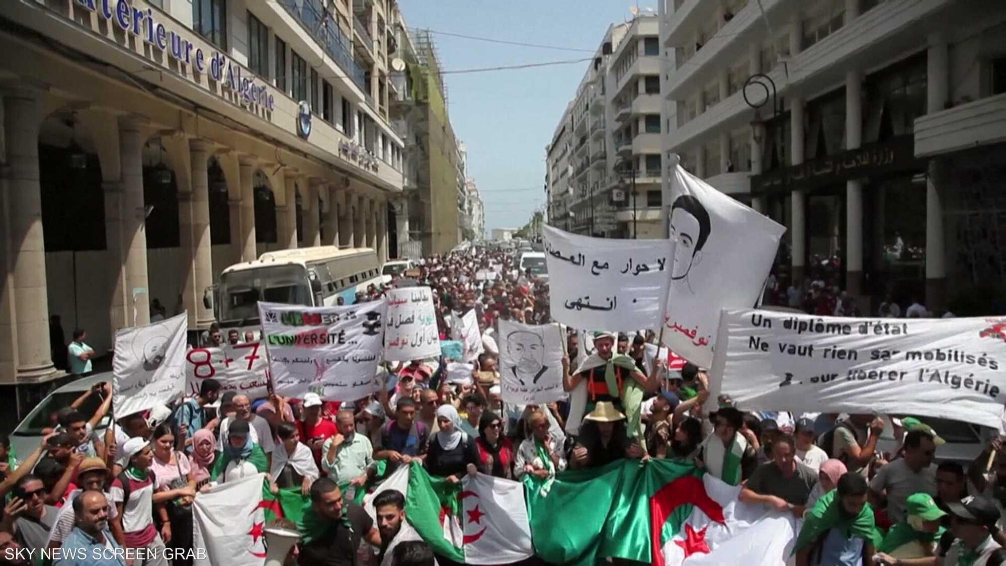 """الجزائر.. """"هيئة الحوار"""" تدعو لانتخابات رئاسية"""