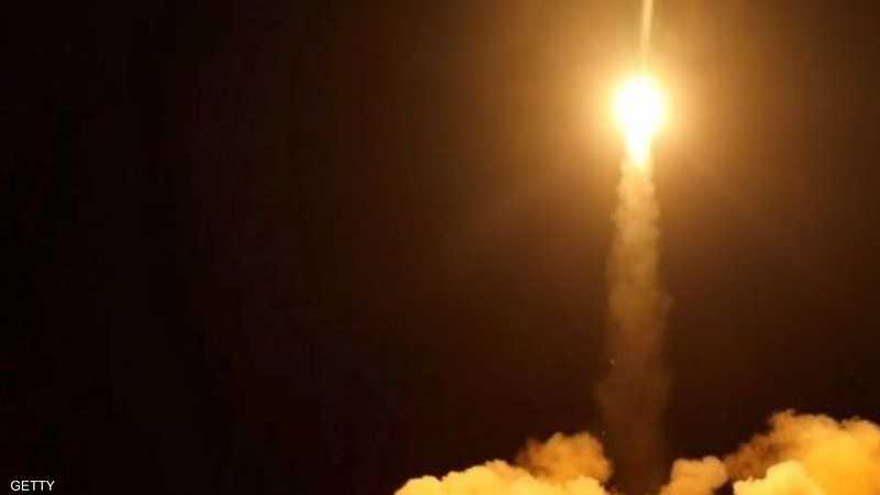 صورة أرشيفية لإطلاق صاروخ بالستي حوثي