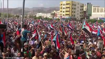 الآلاف من أنصار المجلس الانتقالي يتظاهرون في عدن