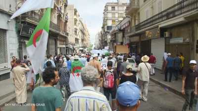 المجتمع المدني الجزائري يندد بالتآمر القطري ويحذر من إعلامه