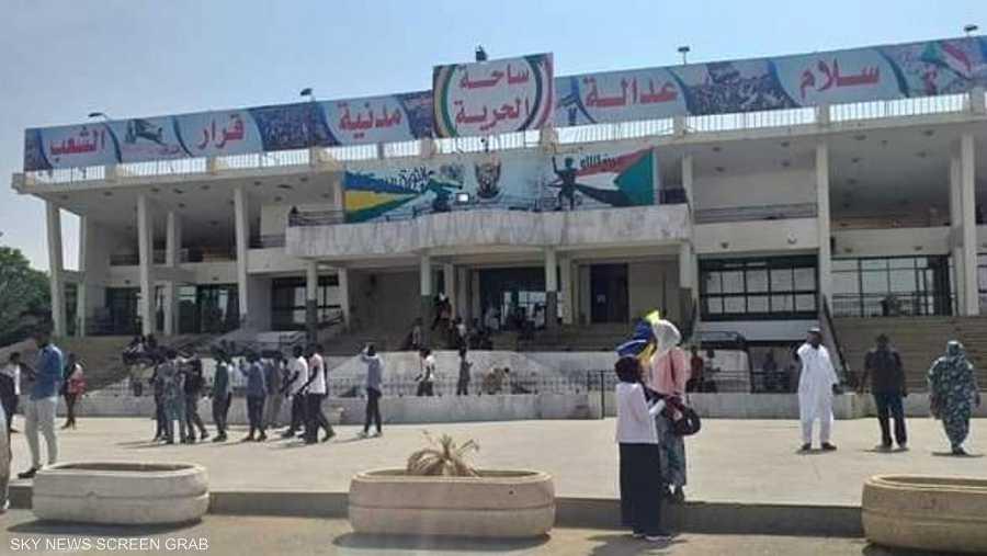 أنظار العالم العربي ستتجه للخرطوم اليوم