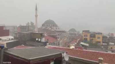 فيديو لأمطار غزيرة تشل إسطنبول.. وسيول تجتاح البازار الكبير