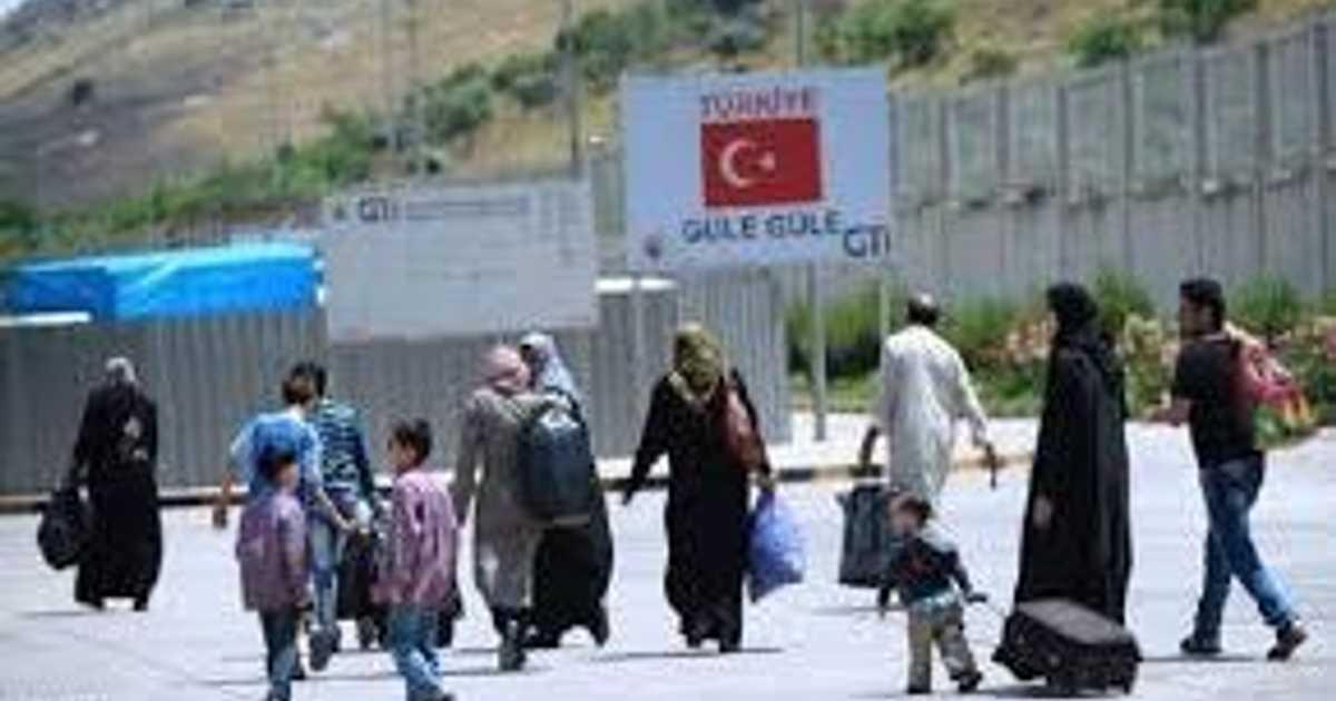 تركيا تحتجز مئات المهاجرين إلى جزيرة يونانية