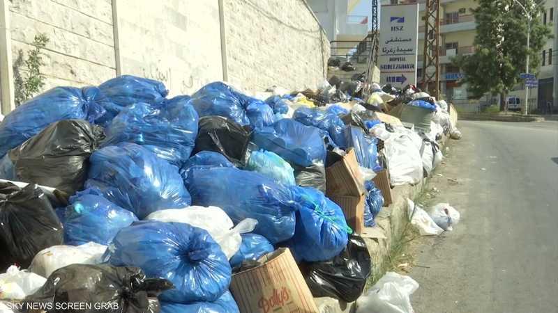 النفايات تغزو الشوارع في شمال لبنان