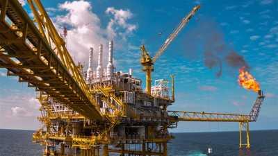 منتجو النفط ملتزمون بخفض الإنتاج