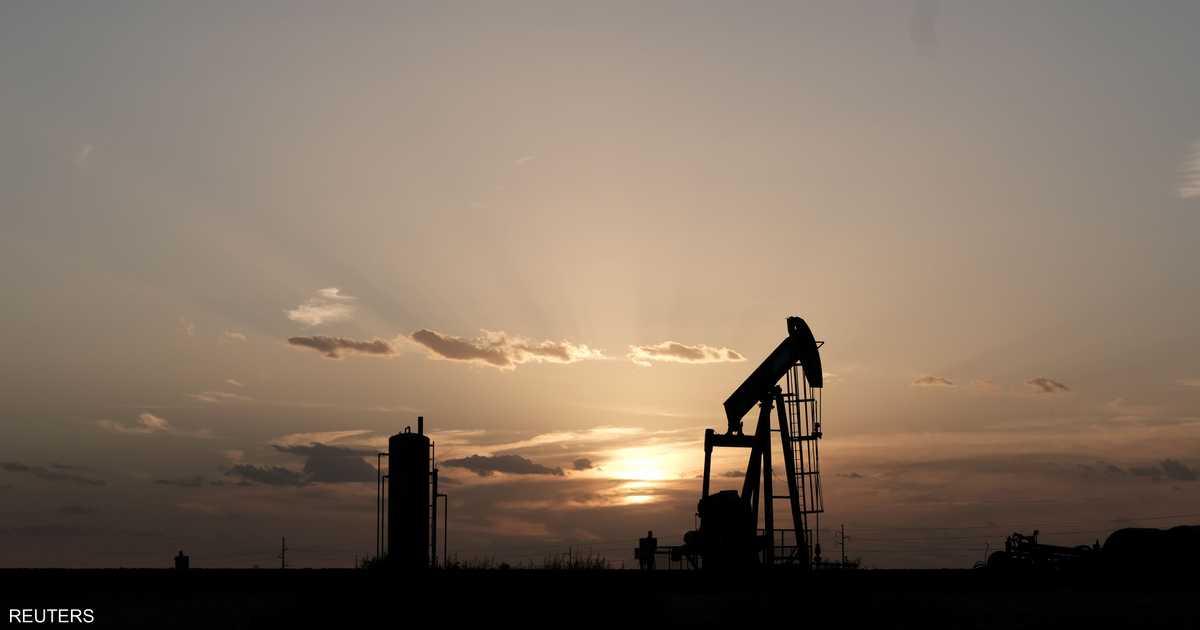 النفط يرتفع مع توقعات تمديد خفض الإنتاج