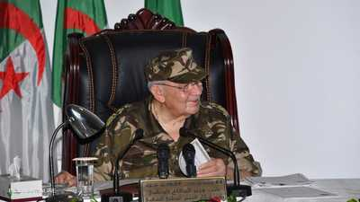 قايد صالح: لا طموحات سياسية للجيش في الجزائر