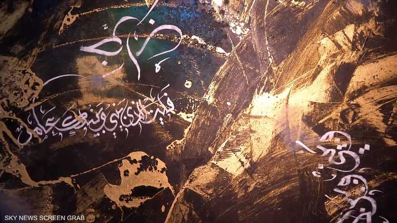 خطاطون كويتيون يجسدون الثقافة العربية بالمزج بين الخط والنقش