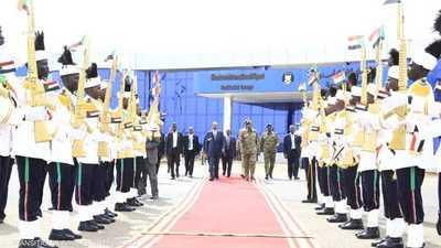 كان في وداع الرئيس الإريتري رئيس مجلس السيادة السوداني