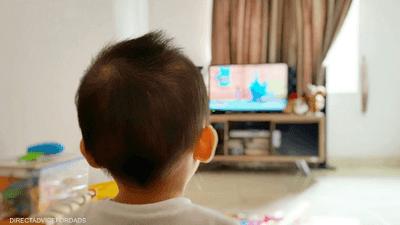 تحذير من تبعات مشاهدة التلفاز على مهارات الأطفال اللغوية