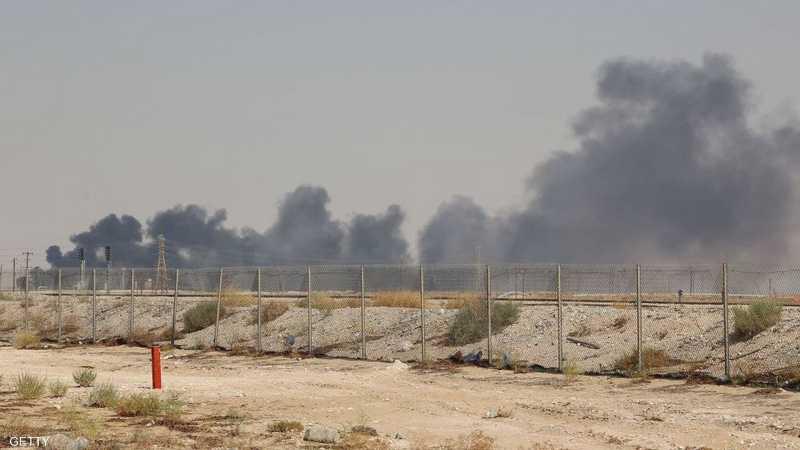 أعمدة الدخان تتصاعد من معمل أرامكو بعد الهجوم الإرهابي