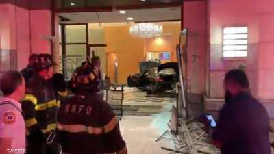 """سيارة تقتحم مبنى """"ترامب بلازا"""" في نيويورك"""